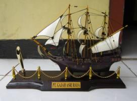 miniatur kapal black pearl