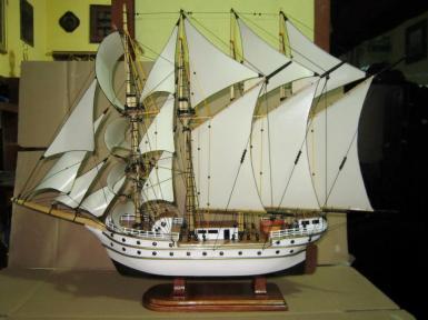 miniatur kapal esmeralda