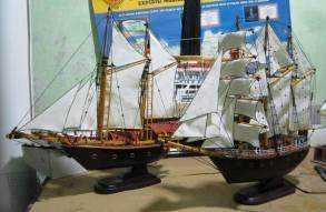 miniatur kapal layar pinisi